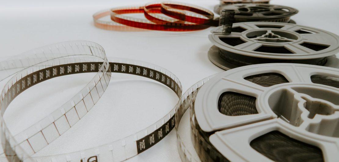 Foto capa da postagem sobre filmes da década de 90 no site Gabriela Araujo.