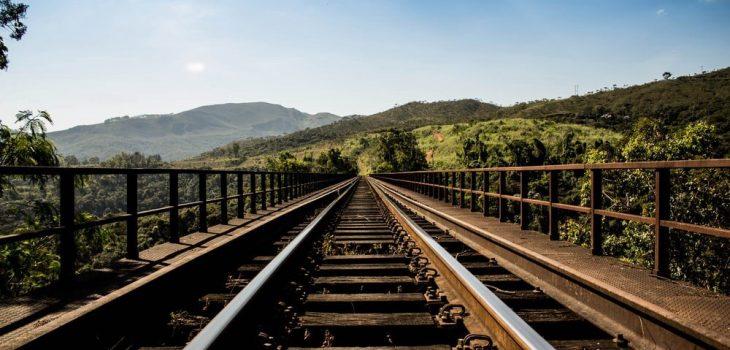 Foto capa do poema Naquela estação no site Gabriela Araujo.