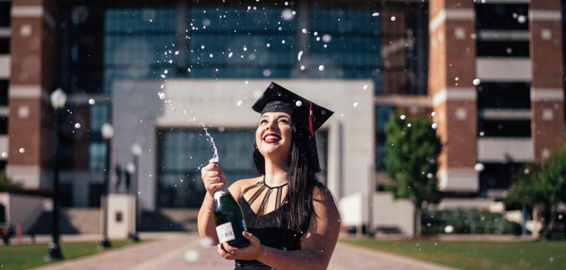 Foto capa da postagem sobre curso superior no site Gabriela Araujo.